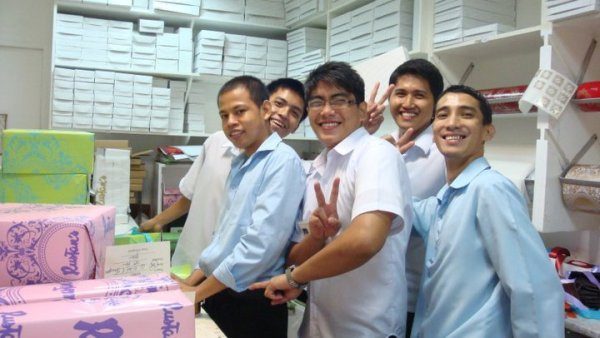 Rustan's Makati Singing and Dancing Gift Wrappers